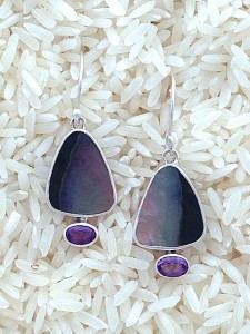 Black Lip Earrings Small Tri/Oval: Oval Amethyst