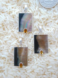 Black Lip Pendant Small Rectangular: Oval Citrine