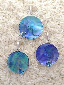 Paua Abalone Pendant Medium Round: Oval Blue Topaz