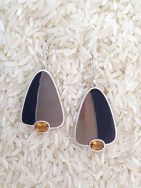 Black Lip Earrings Medium/Small Tri/Oval: Oval Citrine