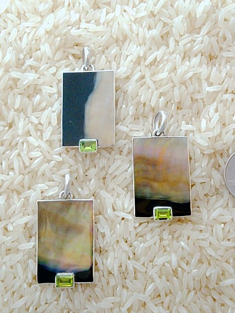 Black Lip Pendant Medium/Small Rectangular: EC Peridot