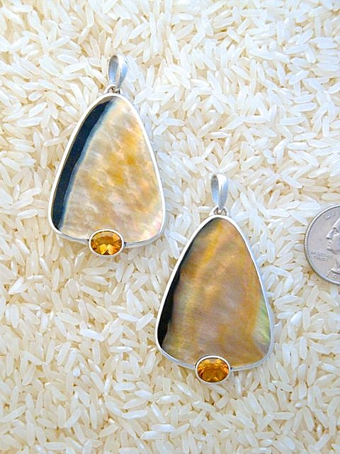 Black Lip Pendant Large Tri/Oval: Oval Citrine